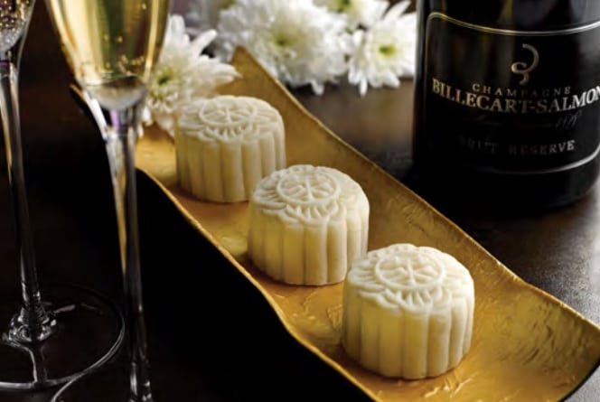 Snow-Skin-Champagne-Truffle-and-Ganache-Mooncake