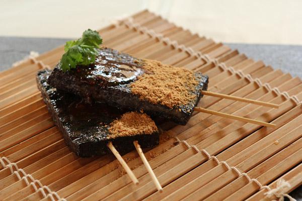Zhu Xue Gao (Pig Blood Cake)