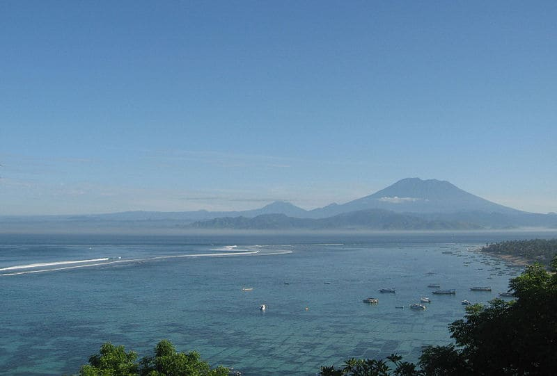 Nusa_Lembongan_view_to_Mount_Agung
