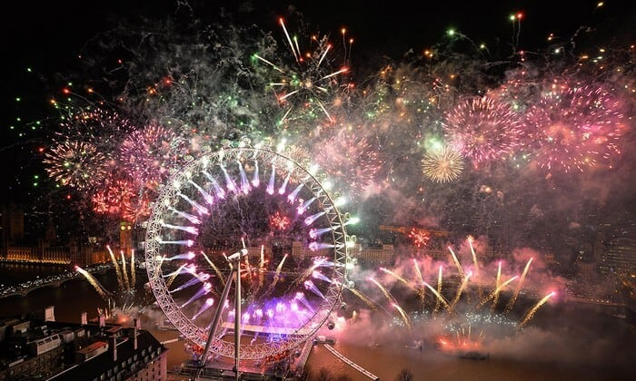 Chao Phraya River Fireworks_Bangkok Thailand_Countdown parties in asia